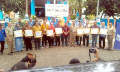 Disnaker Kabupaten MalangBerikan Penghargaan Kepada 9 Perusahaan Berhasil-Tingkatkan Sinergitas SMK 3 & Zero Accident