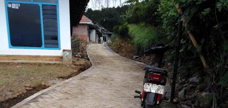 Pembangunan Pavingisasi Lingkungan. (sur)