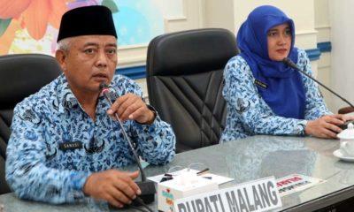 Bupati Malang Drs HM Sanusi MM didampingi Plt Dinkes Pemkab Malang, Ratih Maharani. (Sur)