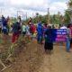 Ratusan Warga Dusun Lambangsari dan Sumberayu Kecamatan Dampit Tancapkan Spanduk. (H Mansyur Usman/Memontum.Com)