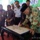 Bupati Malang Drs HM Sanusi MM resmikan Gedung LTSA dengan penandatanganan. (sur)