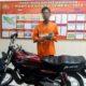 TIGA : Tersangka Fauzi dan barang bukti di Polsek Wagir. (ist/humas Polres Malang)