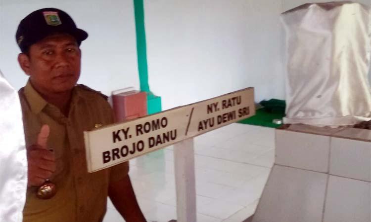 H Duriadi di Makam Ky Romo Brojo Danu. (Sur)