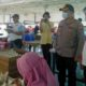 Kapolres Malang AKBP Hendri Umar SIK MH mendapat penjelasan Fatkhul Hadi selaku Direktur PT Audi Jaya Bio Walet di tengah kerja karyawan. (sos)