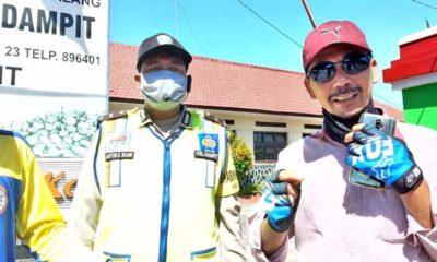 Miskari SP Pengurus WIKAD bersama Kanit Binmas Polsek Dampit Aipda Anton Sugiyanto SH MH. (ist)
