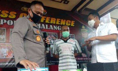 Kapolres Malang AKBP Hendri Umar (kiri) didampingi Kasatreskrim Polres Malang AKP Tiksnarto Andaru Rahutomo (kanan) dalam rilis pada Rabu (13/5/2020).(gim)