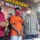 BEJAT : Tersangka saat diwawancarai AKP Tiksnarto Andaru Rahutomo dan Kasubag Humas Ipda Bagus Wijanarko. (gim)