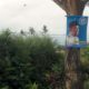 Banner yang menempel di pohon. (Istimewa)