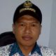 Miselan Kepala Desa Tumpakrejo, tunjukkan surat pengunduran diri Linmas. (Sur)