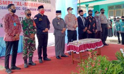 Bupati Malang Sanusi beserta jajaran Forkopimda saat melakukan peresmian Gedung SMPI Al-Mubarok
