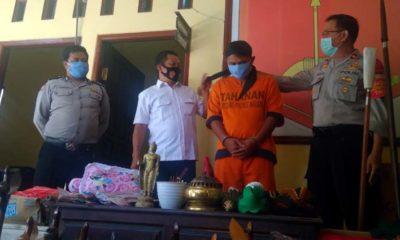 Kompol Agus Siswo Hariadi SH interogasi tersangka Mustain. (sos)