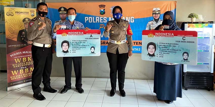 Tenaga Medis Terima Sim Gratis Satuan Lalu Lintas Polres Malang Memontum Kabupaten Malang