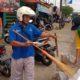 Tidak Pakai Masker di Pagelaran, Dihukum Bersihkan Sampah, Nyanyi Indonesia Raya