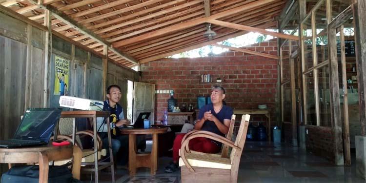 Diskusi di Pendopo Kembangkopi. (ist)