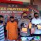 Kapolres Malang AKBP Hendri saat merilis kasus pemerasan yang mengaku anggota dari Sat Intelkam Polda Jatim. (memo x/ cw3)