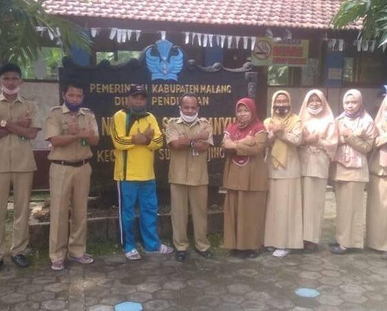 Guru SDN 1 Sekarbanyu Kecamatan Sumbermanjing Wetan (Sumawe), Kabupaten Malang.