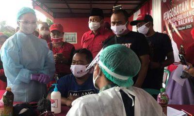 Krisdayanti saat berada di acara pengobatan gratis yang diselenggarakan DPC PDI Perjuangan Kabupaten Malang.