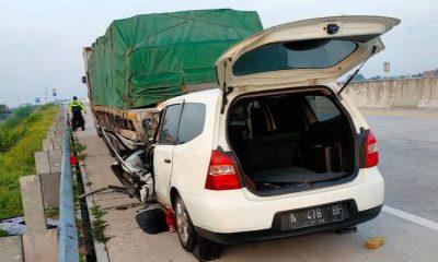 Mobil yang ditumpangi anggota FPDI Perjuangan Kabupaten Malang, Haryanto, nampak ringsek dibagian depan.