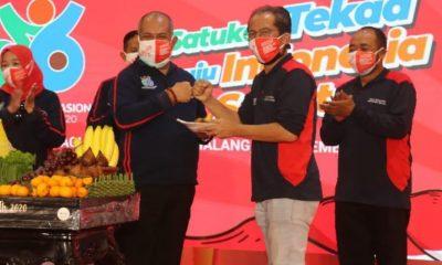Pjs Bupati Malang bersama Kepala Dinas Kesehatan Kabupaten Malang saat peringaatan HKN ke-56.