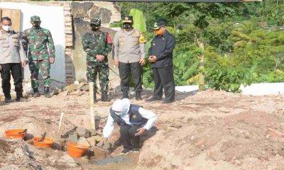 Gubernur Jatim bersama Forkopimda Provinsi dan Bupati Malang Lakukan Peletakan Batu Pertama RLH Korban Gempa